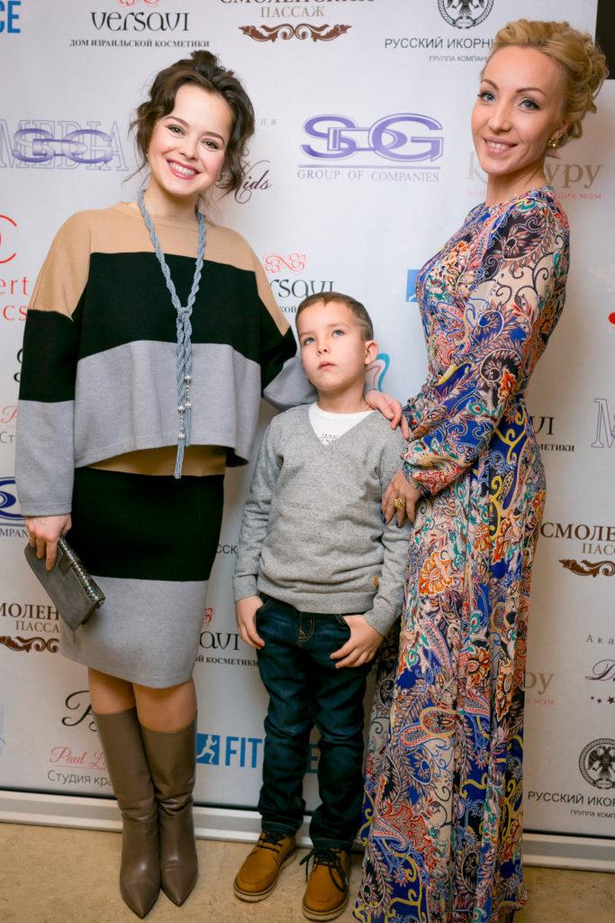 Наталья Медведева с сестрой и племянников